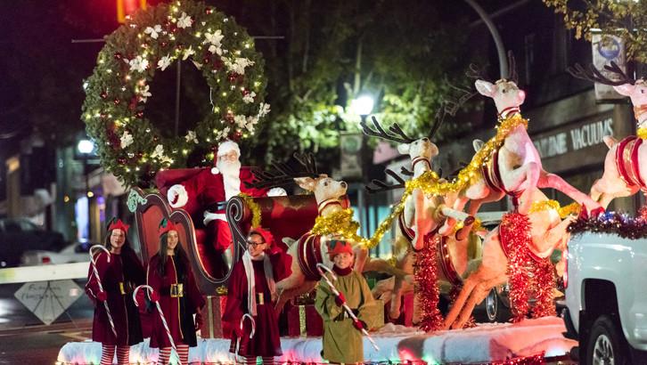 santa-in-sleigh-for-sleigh-bells-ring